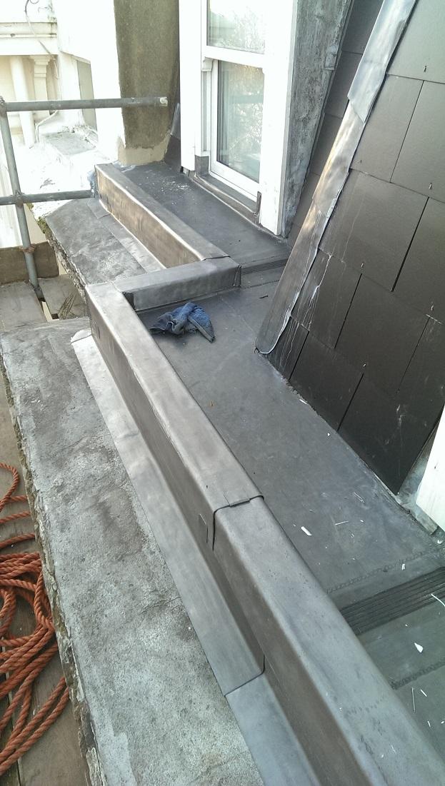 Parapet during works