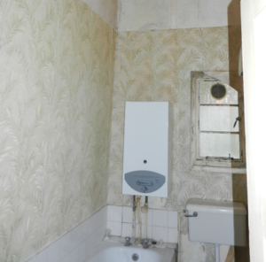 Regency bathroom in bad state of repair